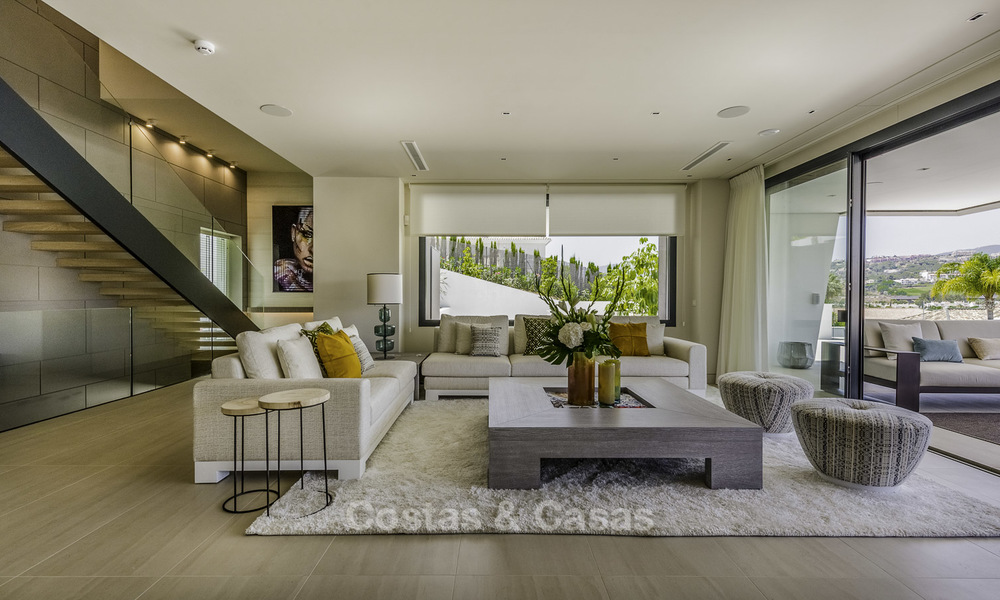 Impressive contemporary style luxury villa for sale in Nueva Andalucía, Marbella. Ready to move in and quality furnished. 15323