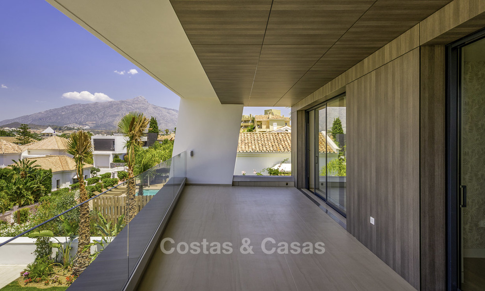 Impressive contemporary style luxury villa for sale in Nueva Andalucía, Marbella. Ready to move in and quality furnished. 15327