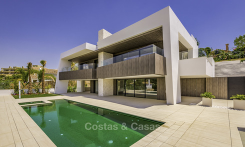 Impressive contemporary style luxury villa for sale in Nueva Andalucía, Marbella. Ready to move in and quality furnished. 15329