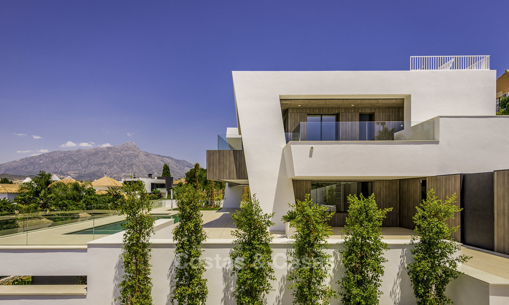 Impressive contemporary style luxury villa for sale in Nueva Andalucía, Marbella. Ready to move in and quality furnished. 15330