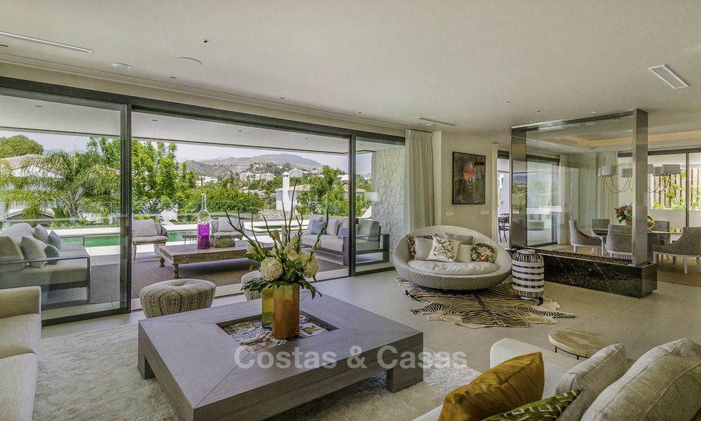 Impressive contemporary style luxury villa for sale in Nueva Andalucía, Marbella. Ready to move in and quality furnished. 15332