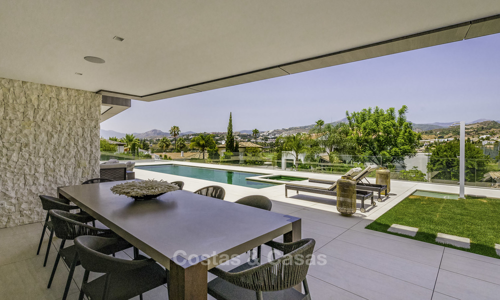 Impressive contemporary style luxury villa for sale in Nueva Andalucía, Marbella. Ready to move in and quality furnished. 15335