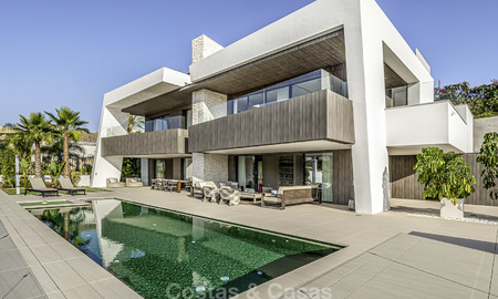 Impressive contemporary style luxury villa for sale in Nueva Andalucía, Marbella. Ready to move in and quality furnished. 15580