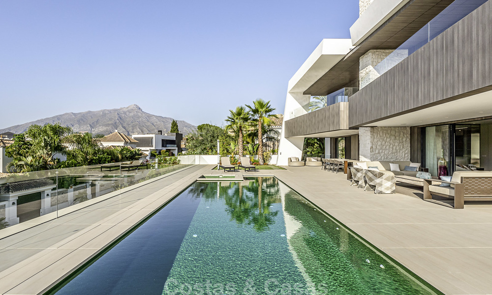 Impressive contemporary style luxury villa for sale in Nueva Andalucía, Marbella. Ready to move in and quality furnished. 15581