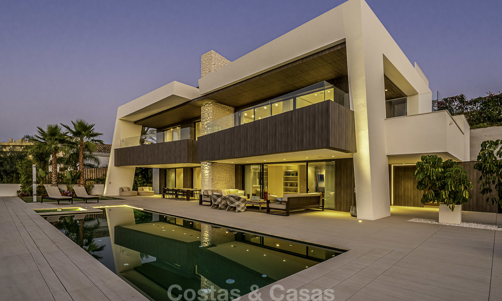 Impressive contemporary style luxury villa for sale in Nueva Andalucía, Marbella. Ready to move in and quality furnished. 15588
