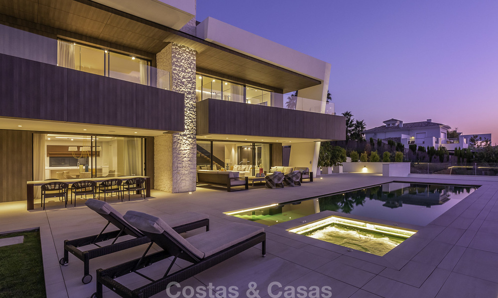 Impressive contemporary style luxury villa for sale in Nueva Andalucía, Marbella. Ready to move in and quality furnished. 15589