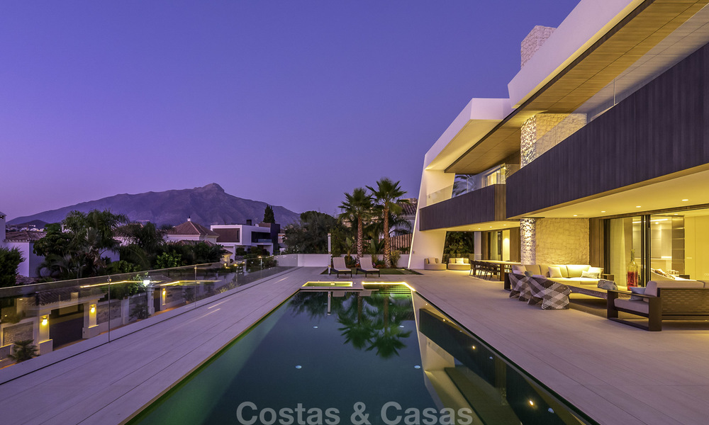 Impressive contemporary style luxury villa for sale in Nueva Andalucía, Marbella. Ready to move in and quality furnished. 15590