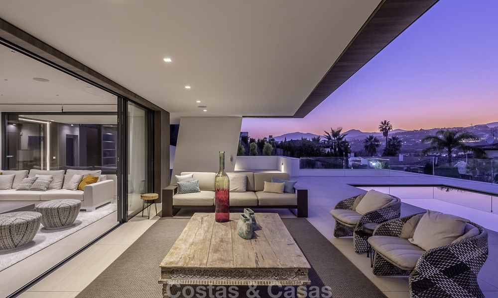 Impressive contemporary style luxury villa for sale in Nueva Andalucía, Marbella. Ready to move in and quality furnished. 15592