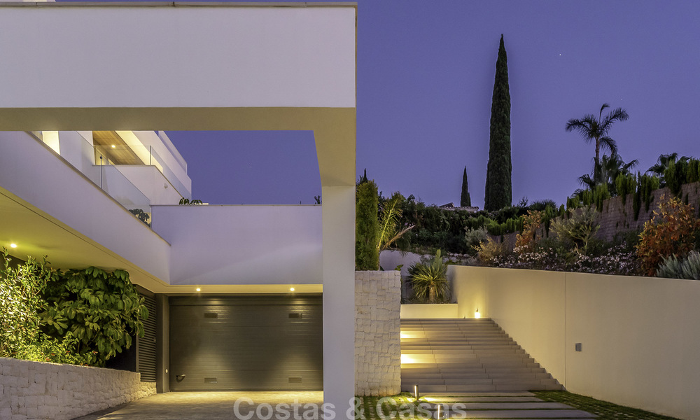 Impressive contemporary style luxury villa for sale in Nueva Andalucía, Marbella. Ready to move in and quality furnished. 15595