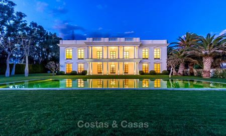 Prestigious palatial front line beach villa for sale, classic style, between Marbella and Estepona 5467