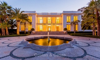 Prestigious palatial front line beach villa for sale, classic style, between Marbella and Estepona 5468