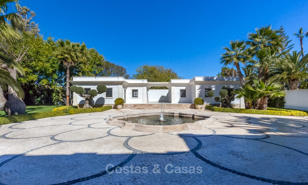 Prestigious palatial front line beach villa for sale, classic style, between Marbella and Estepona 5495