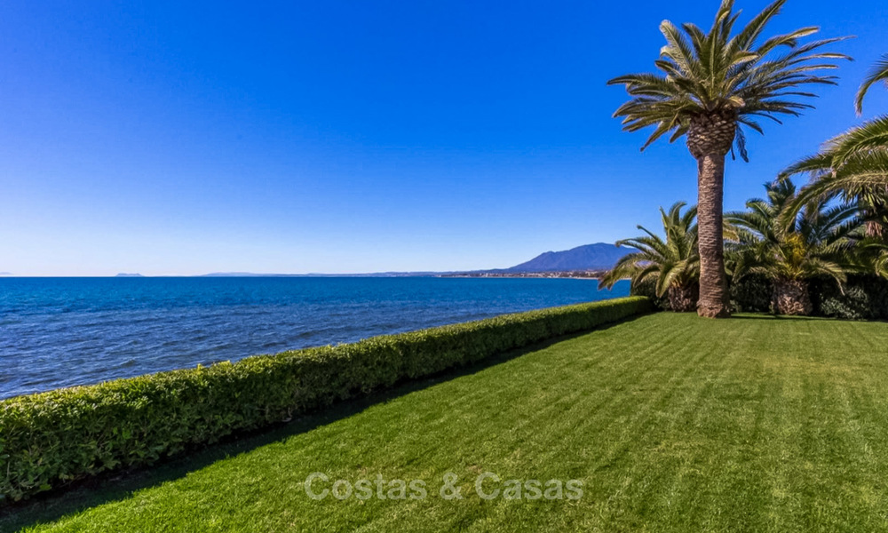 Prestigious palatial front line beach villa for sale, classic style, between Marbella and Estepona 5498