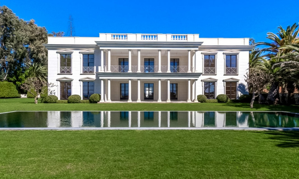 Prestigious palatial front line beach villa for sale, classic style, between Marbella and Estepona 5502