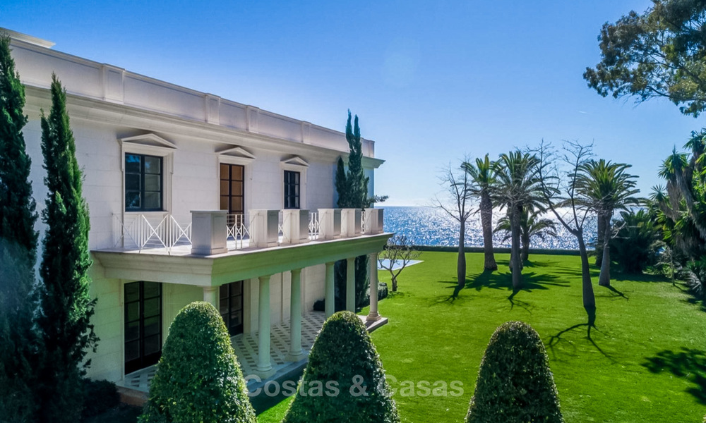Prestigious palatial front line beach villa for sale, classic style, between Marbella and Estepona 5508