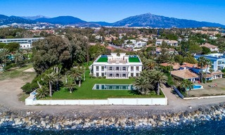 Prestigious palatial front line beach villa for sale, classic style, between Marbella and Estepona 5509
