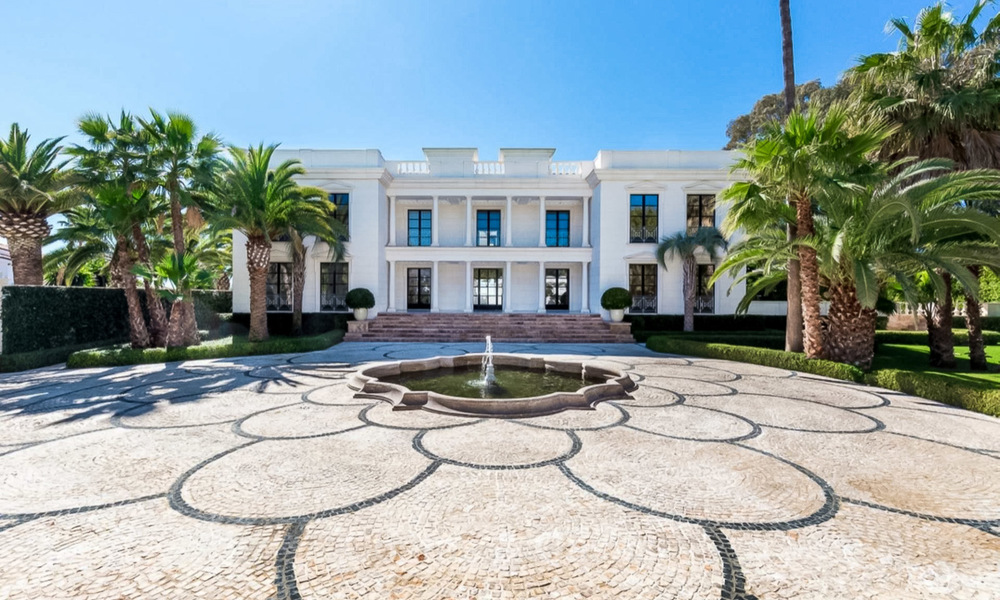 Prestigious palatial front line beach villa for sale, classic style, between Marbella and Estepona 5520