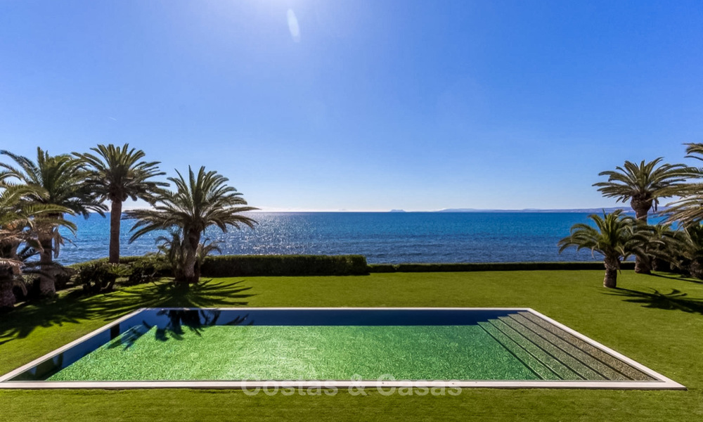 Prestigious palatial front line beach villa for sale, classic style, between Marbella and Estepona 5524