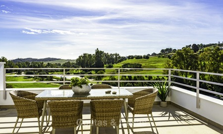 New, modern and exclusive golf townhouses with spectacular golf views for sale in Estepona. Discount! 12135