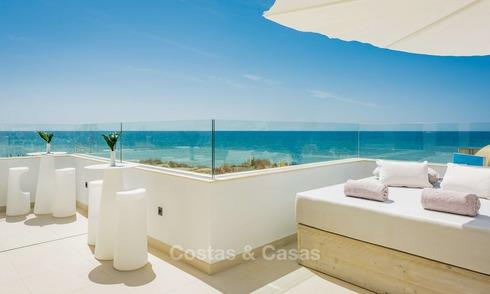 Modern first line beach villa for sale in Marbella, with stunning sea views 5755