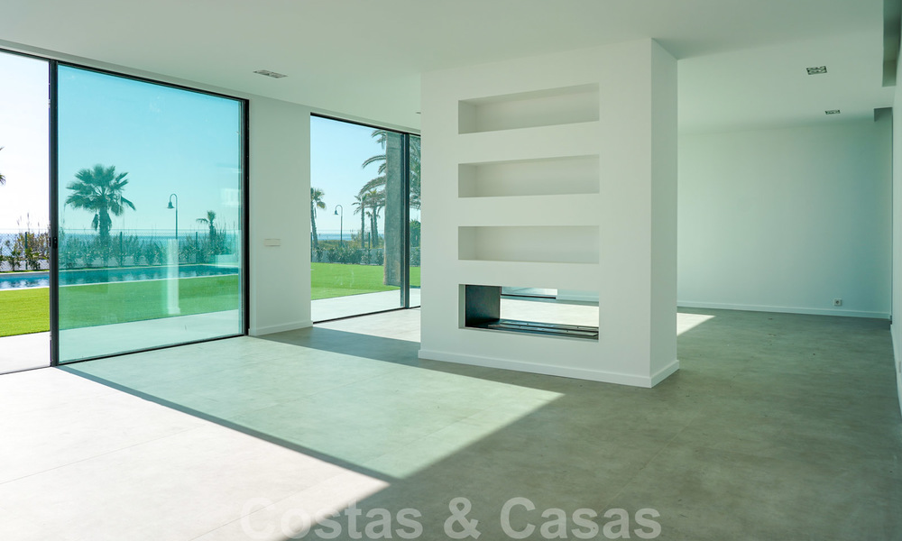 Unique ultra-modern beach front designer villa for sale, New Golden Mile, Marbella - Estepona 24935