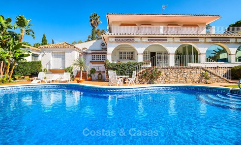 Andalusian style front line golf villa for sale - Marbella 6830
