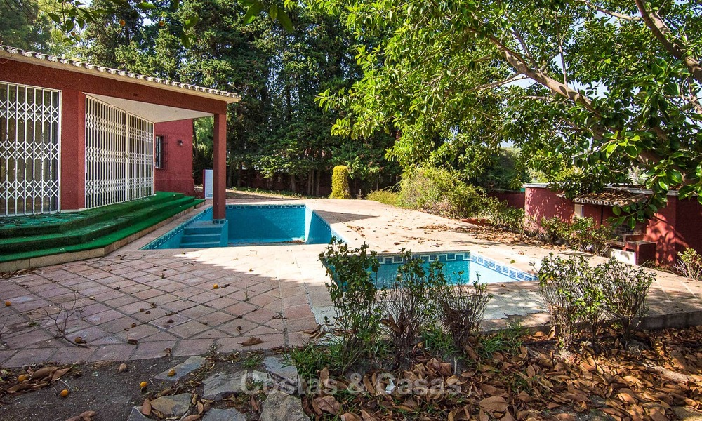 To be renovated villa on a large plot for sale at a spectacular, prime location - Golden Mile, Marbella 6987