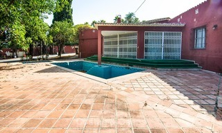 To be renovated villa on a large plot for sale at a spectacular, prime location - Golden Mile, Marbella 6989