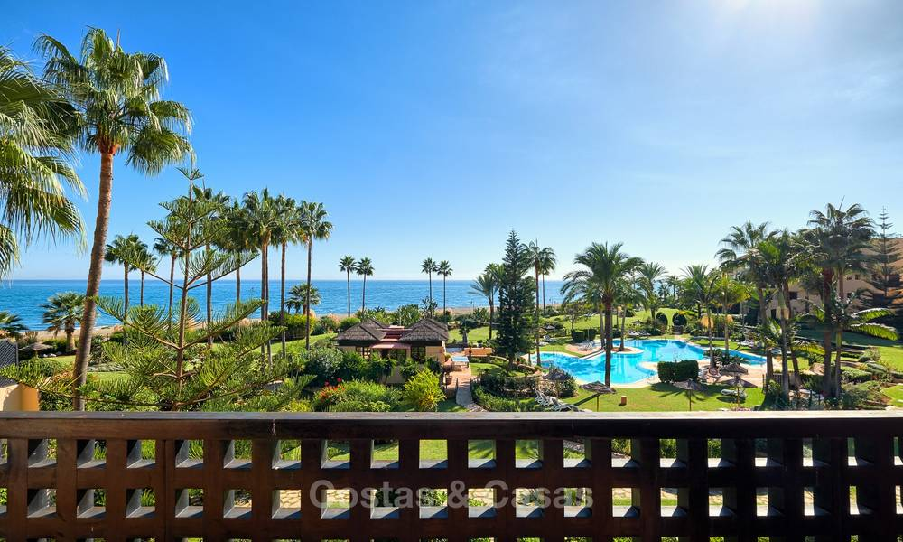Very attractive luxury beach front apartment with fantastic sea views for sale - New Golden Mile, Marbella - Estepona 7048