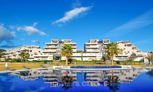 Very spacious, bright and modern luxury apartment for sale with 4 bedrooms and open golf and sea views in Marbella - Benahavis 7498