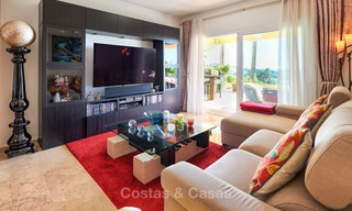 Spacious ground floor luxury apartment with sea views for sale in Elviria, Marbella East 7532