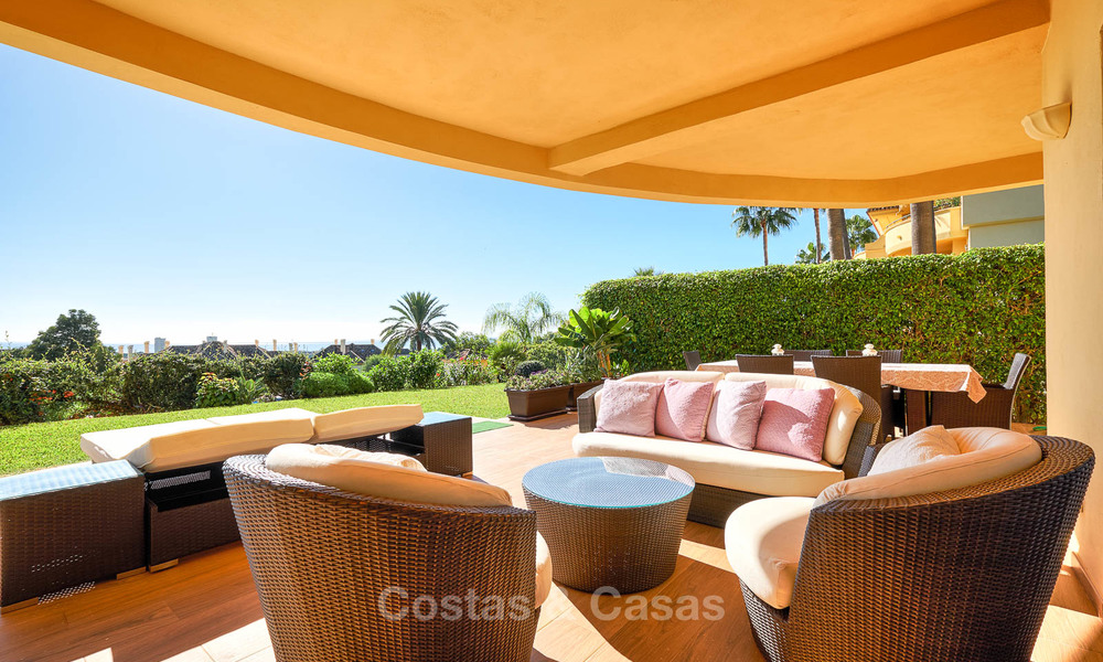 Spacious ground floor luxury apartment with sea views for sale in Elviria, Marbella East 7545