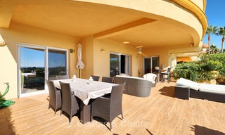 Spacious ground floor luxury apartment with sea views for sale in Elviria, Marbella East 7548