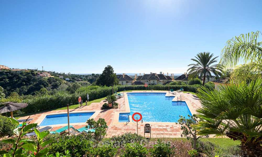 Spacious ground floor luxury apartment with sea views for sale in Elviria, Marbella East 7551