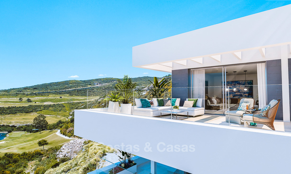 Attractive new modern apartments for sale, with sea views, next to a top-class 18-hole golf course, Estepona 8061