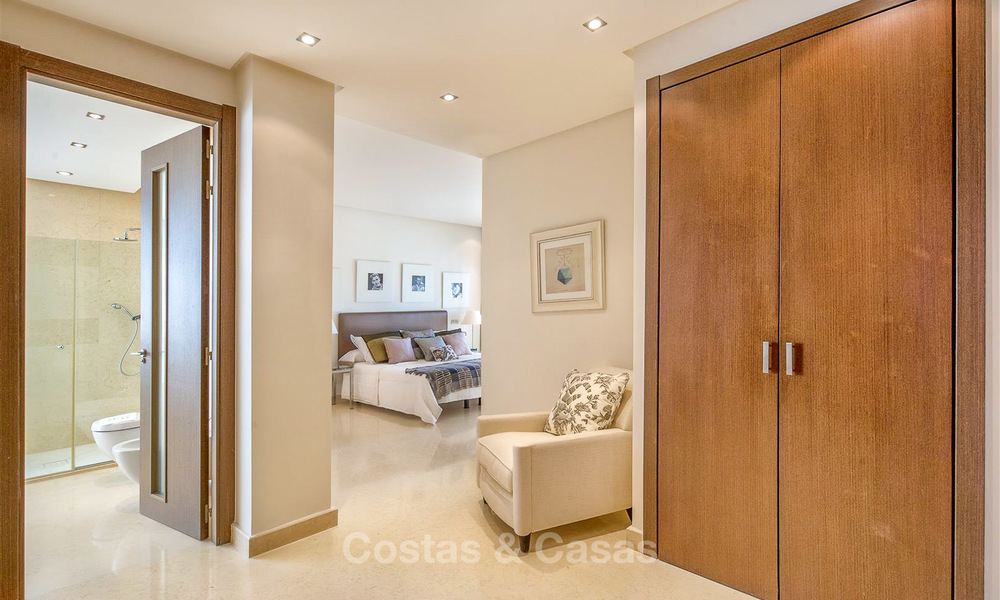 Gorgeous, very spacious luxury apartment for sale in a sought-after residential complex, ready to move in - Benahavis, Marbella 8349
