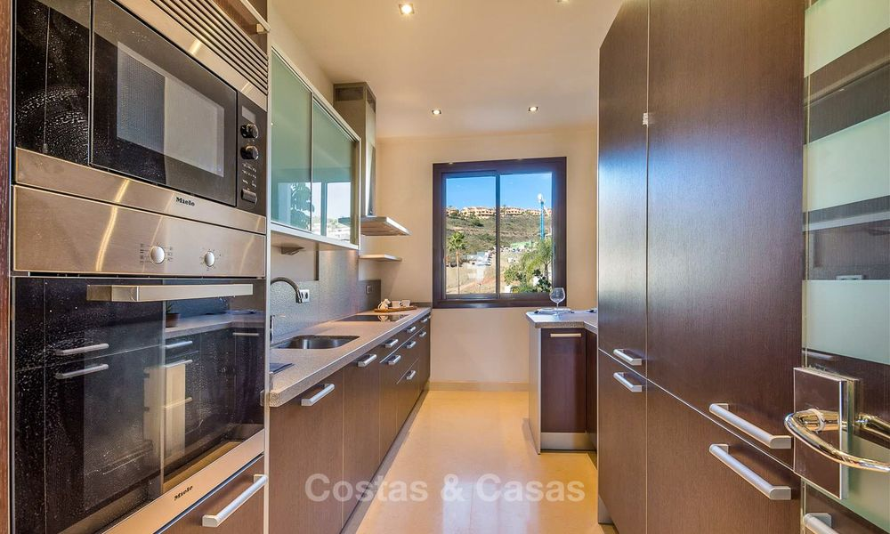 Beautiful, spacious luxury apartment with sea views for sale in a sought-after residential complex, ready to move in - Benahavis, Marbella 8275