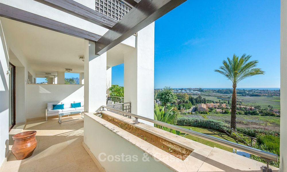 Beautiful, spacious luxury apartment with sea views for sale in a sought-after residential complex, ready to move in - Benahavis, Marbella 8290