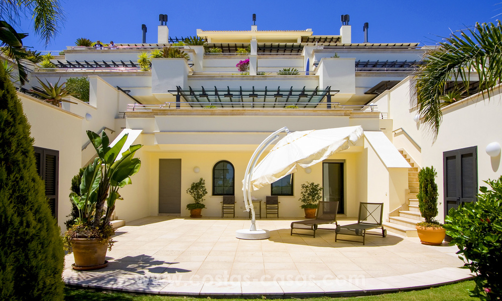 Beachfront luxury apartments for sale on the Golden Mile, Marbella, within walking distance to Puerto Banus 22339
