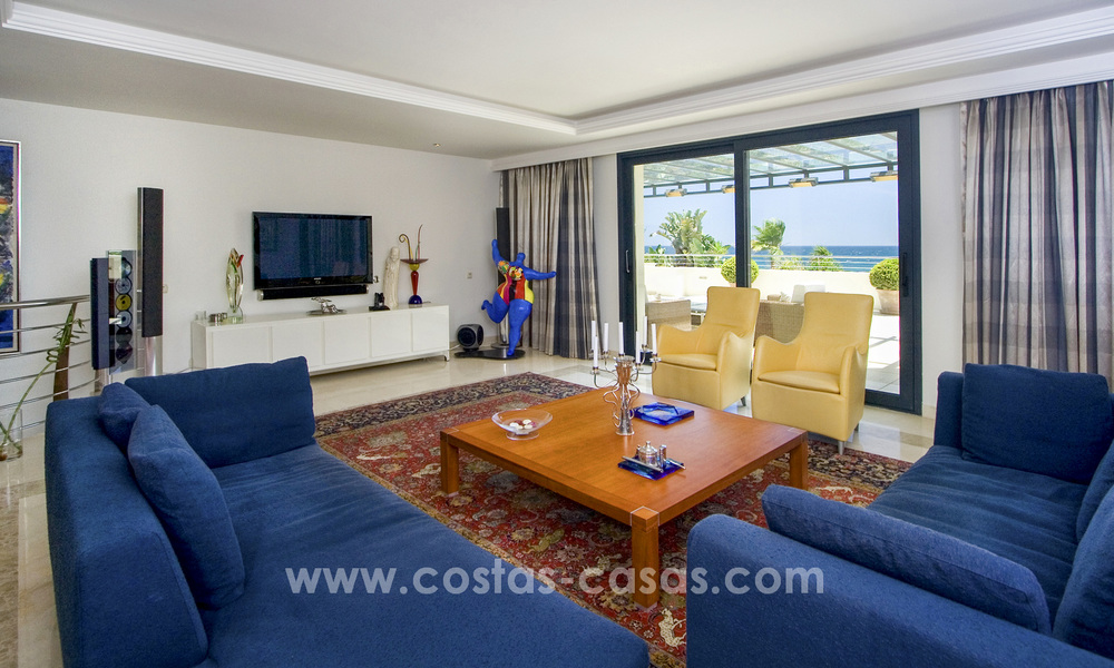 Beachfront luxury apartments for sale on the Golden Mile, Marbella, within walking distance to Puerto Banus 22341