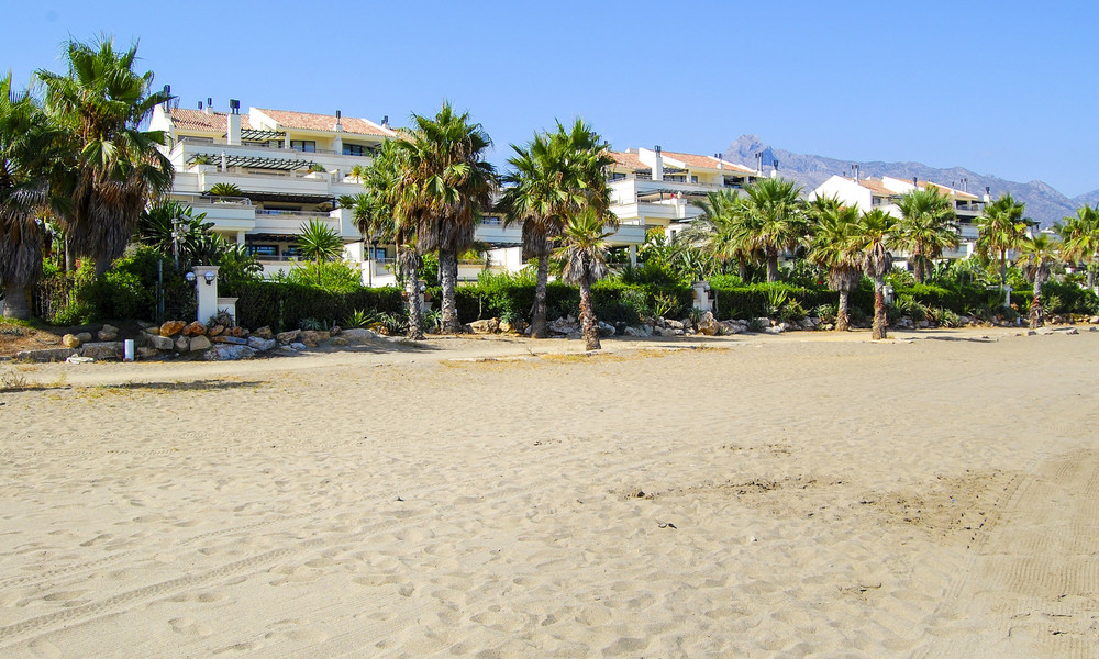 Beachfront luxury apartments for sale on the Golden Mile, Marbella, within walking distance to Puerto Banus 22350