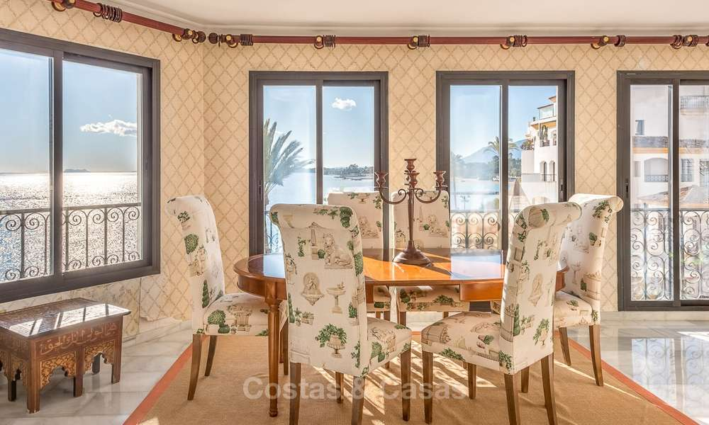 Opportunity to acquire a spacious sea front luxury apartment in the marina of Puerto Banus - Marbella 8491