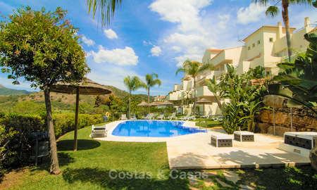 Opportunity! Large corner 4 bedroom penthouse for sale, with golf and sea views in Benahavis - Marbella 8613