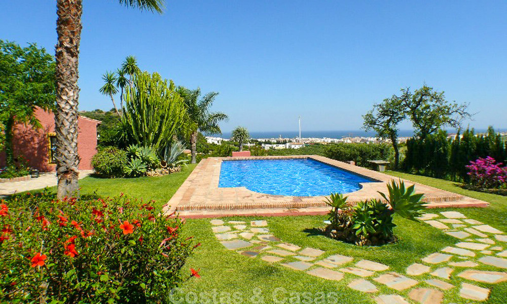 Well located and attractively priced villa - finca with sea and mountain views for sale, Estepona, Costa del Sol 8672