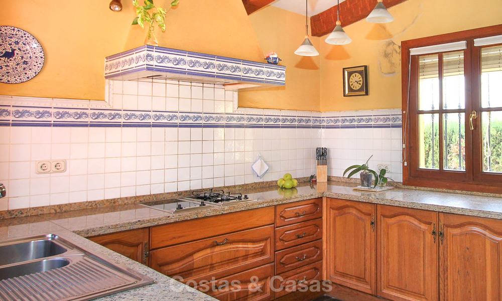 Well located and attractively priced villa - finca with sea and mountain views for sale, Estepona, Costa del Sol 8674