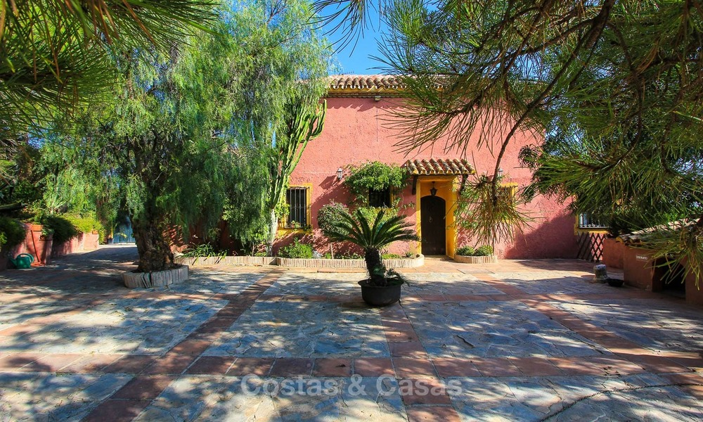 Well located and attractively priced villa - finca with sea and mountain views for sale, Estepona, Costa del Sol 8702