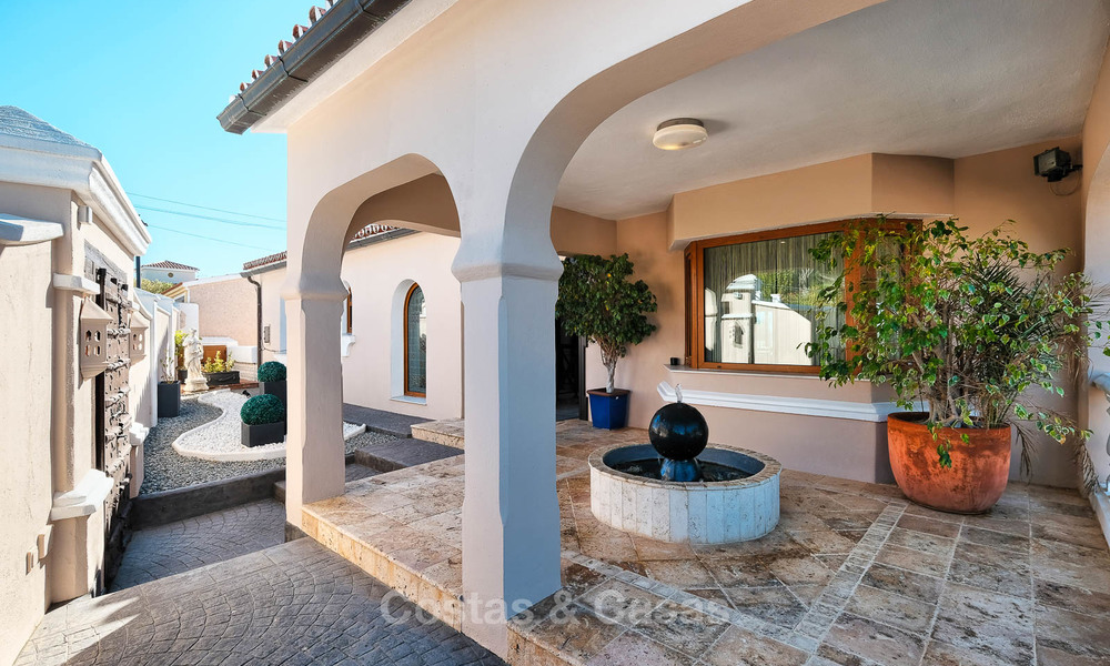 Cosy and luxurious traditional-style villa with sea views for sale, with guest house, ready to move in - Elviria, Marbella 8798