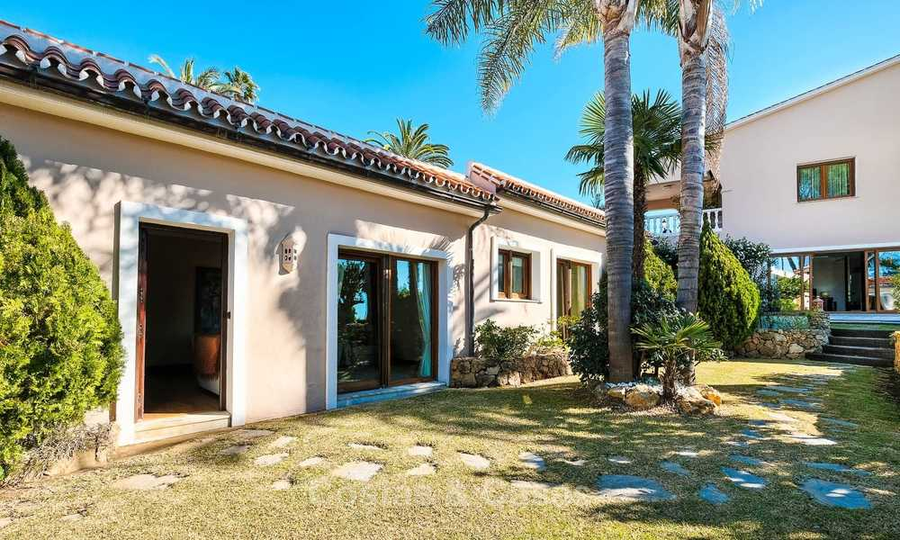 Cosy and luxurious traditional-style villa with sea views for sale, with guest house, ready to move in - Elviria, Marbella 8823