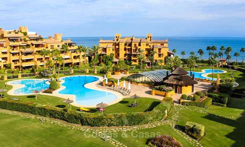 Spectacular penthouse with a private pool in a luxury complex for sale, front line beach – New Golden Mile, Marbella - Estepona 9087