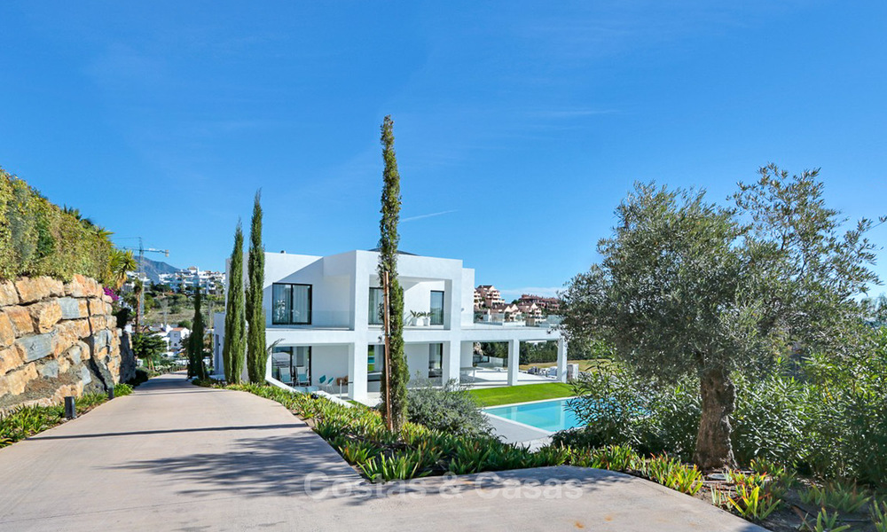 Urgent sale! Amazing contemporary luxury villa with golf and sea views for sale, sought after location, ready to move in - Benahavis, Marbella 9310